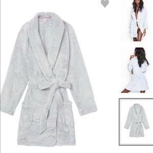 (XS) Brand New VS Cozy Robe